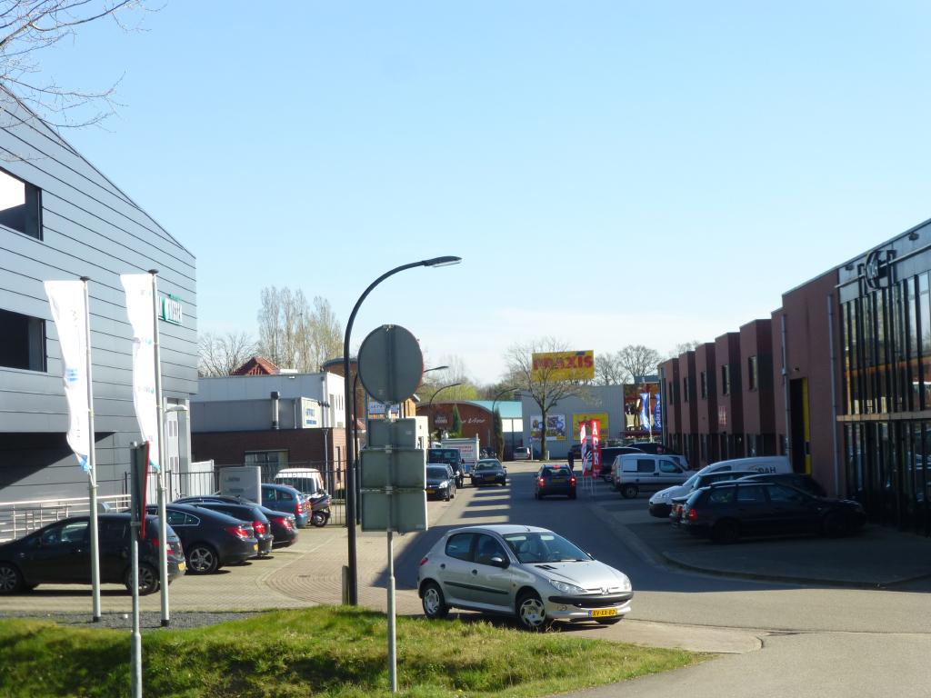 De reis met de auto autobedrijf cuijk adres for Garage oostendorp
